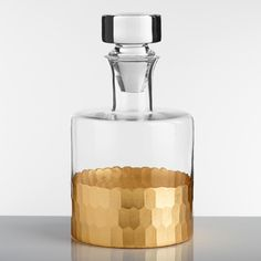 Whether you're pouring wine or liquor, our affordable decanter is perfect for airing and serving your favorite drinks. It features a shimmering gold faceted bottom.