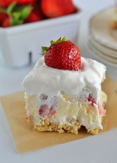 Strawberry Cheesecake Lush Recipe ~ With layers of cream cheese, Cool Whip, cheesecake pudding and fresh strawberries, this easy layered dessert will quickly become your new favorite summer dessert! 13 Desserts, Brownie Desserts, Layered Desserts, Pudding Desserts, Health Desserts, Summer Desserts, Coconut Dessert, Oreo Dessert, Dessert Shots