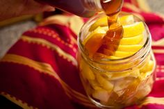 Natural Remedies For Cough Natural sore throat remedy using lemon, honey Sore Throat And Cough, Sore Throat Remedies, Cold Remedies, Natural Health Remedies, Herbal Remedies, Health And Beauty Tips, Health And Wellness, Health Tips, Health Fitness