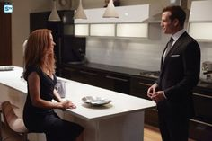 Gabriel Macht and Sarah Rafferty in Suits Serie Suits, Suits Tv Series, Suits Tv Shows, Harvey Specter, Specter Suits, Sarah Rafferty, Donna Harvey, Donna Suits, Donna Paulsen
