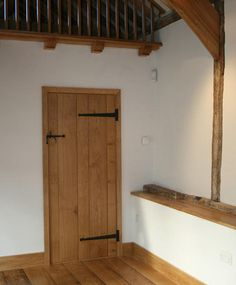 Buy your Classic Oak Plank Doors from real wood specialists Broadleaf Timber for just Cottage Doors Interior, Cottage Style Doors, Black Interior Doors, Cottage Interiors, Interior Design Institute, Interior Design Singapore, Indoor Barn Doors, Solid Oak Doors, Contemporary Front Doors