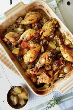 Baked chicken drumsticks with vegetables- Baked chicken thighs with vegetables / Chez Silvia - Paleo Chicken Recipes, Mexican Food Recipes, Cooking Recipes, Healthy Recipes, Food Design, Baked Chicken Drumsticks, Photo Food, Instant Pot Dinner Recipes, Lunch Meal Prep