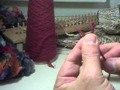 Realización del nudo de tejedor, para trabajos textiles.