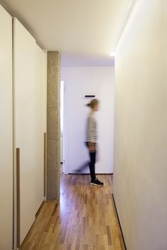 Iluminacion pasillo vivienda Barcelona. Bea Bombi. Avanluce