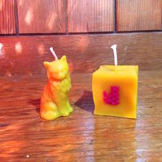 Valentine/Santes Dwynwen Cat beeswax Candle with Red by MelPenylan