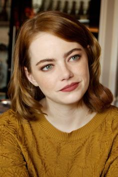 Has Emma Stone ever looked better than at last night's London premiere of La La Land? We talked to her make-up artist Rachel Goodwin to find out how to hit the beauty nail on the head every time when you're a redhead. Hot Hair Styles, Curly Hair Styles, Emma Stone Hair, Emma Stone Style, Emma Stone Makeup, Venice Film Festival, Actress Emma Stone, Lip Colour, Hair Color