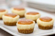 Bite-Size Salted Caramel Cheesecakes Mini Desserts, Mini Dessert Recipes, Party Desserts, Just Desserts, Delicious Desserts, Yummy Food, Mini Cheesecake Recipes, Potluck Desserts, Cheesecake Cupcakes