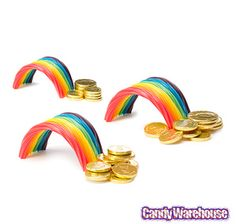 really cool little idea.twizzlers (different flavors all in one pouch. whatever they're called) for the rainbows and gold foil chocolate coins at the end) Chocolate Gold Coins, Rainbow Theme, Rainbow Stuff, Candy Land Theme, Stand And Deliver, Candy Stand, Twist And Shout, 9th Birthday, Birthday Ideas
