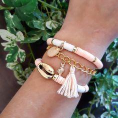Articles similaires à 3 bracelets rose & blanc heishi sur Etsy Ear Jewelry, Cute Jewelry, Boho Jewelry, Jewelry Gifts, Beaded Jewelry, Jewelery, Jewelry Accessories, Fashion Jewelry, Beaded Bracelets