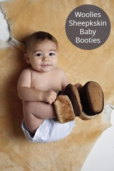 Warm, All-Natural Baby Slippers! For those days when your chest is so hot, but your feet are so cold Barefoot Running Shoes, Sheepskin Slippers, Baby Slippers, Baby Moccasins, Natural Baby, Walking Shoes, Our Baby, New Baby Products, Snow