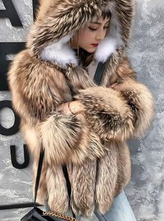 Fox Fur Coat, Fur Coats, Fur Fashion, Winter Fashion, Womens Fashion, Royal Ascot Hats, Queen Albums, Fur Clothing, Snow Queen