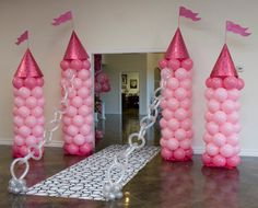 castle balloons- Amazing birthday idea. Could do grey/blue for boys