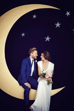 starry night wedding photo booth wit a large moon and stars Starry Night Wedding, Moon Wedding, Celestial Wedding, Star Wedding, Dream Wedding, Wedding Dj, Wedding Happy, Starry Nights, Blue Wedding