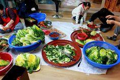 Kimjang: A Special Kimchi Making Event Radish Kimchi, Cucumber Kimchi, Korean Recipes, Korean Food, My Favorite Food, Favorite Recipes, Korean Kimchi, Veggie Cups, Pickled Cabbage