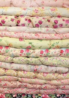 10 Delicious Tips AND Tricks: Shabby Chic Interior Farm Tables shabby chic bedding sets.Shabby Chic Farmhouse Tips. Shabby Style, Shabby Chic Homes, Shabby Chic Decor, Shabby Chic Fabric, Granny Chic, Vintage Quilts, Vintage Fabrics, Vintage Linen, Vintage Floral