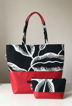 By timea gallard gallard timea Fabric Tote Bags, Denim Tote Bags, Diy Tote Bag, Patchwork Bags, Quilted Bag, Diy Bags Purses, Purses And Handbags, Bag Patterns To Sew, Handmade Bags