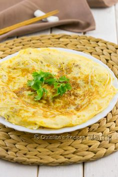 Pork & Bean Sprout Omelette (With Video) Bean Sprout Recipes, Bean Recipes, Vegetable Recipes, Charcuterie, Foie Gras, Breakfast Dishes, Breakfast Recipes, Christine's Recipe, Ways To Cook Eggs