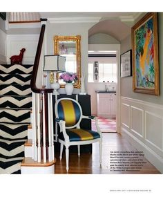 Love the funk of this entrance! I must have a wonderful painting for my entrance.