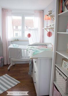 Babyzimmer ikea  Ein skandinavisches Kinderzimmer und ein Wickelaufsatz für die ...