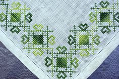 """Vintage Embroidery Vintage small handmade green cross-stitch embroidery - Vintage small handmade green cross-stitch embroidery linen tablet table-cloth with abstract pattern on bone white bottomcolor. SIze: * 9 """"/ inch or * 23 cm. Embroidery Alphabet, Embroidery Sampler, Embroidery Patterns Free, Learn Embroidery, Embroidery Fabric, Vintage Embroidery, Cross Stitch Embroidery, Cross Stitch Designs, Cross Stitch Patterns"""