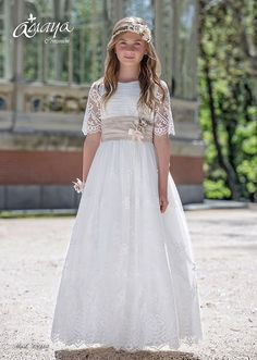 COMUNIÓN 2017 Nice Dresses, Girls Dresses, Flower Girl Dresses, Girls Christening Dress, Holy Communion Dresses, Girl Model, Wedding Trends, Wedding Dresses, Baptisms