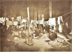 Dolmabahçe Saray Tiyatrosu ve burada geçici bir süre ikamet eden Rus devriminden kaçan Rus göçmenler 1920-1923