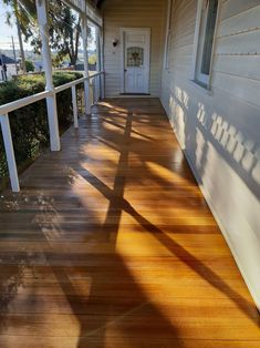 This type of photo can be a very inspirational and top notch idea Hardwood Decking, Timber Deck, Cumaru Decking, Spotted Gum Decking, Decking Panels, Rubber Flooring, Wood Flooring, Outdoor Projects, Outdoor Decor