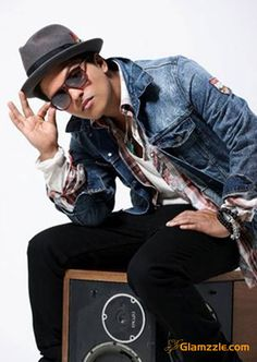 Say what you want about them, Bruno looks too good in fedoras. ♥