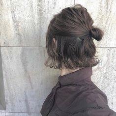 簡単ヘアアレンジLALAさんはInstagramを利用しています:「簡単ヘアアレンジ*  -素敵なヘアアレンジをご本人様からの掲載許可を頂いてRepostでご紹介させていただきます!- Two Buns Hairstyle, Messy Hairstyles, Pretty Hairstyles, Short Hair Bun, Really Short Hair, Short Hair Styles, Cut My Hair, New Hair, Hair Cuts