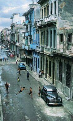 Cuba. Que Obatala y el resto de los santos y espiritus tiren su manto de PAZ,SALUD,COMIDA Y AMOR PARA CUBA Y EL MUNDO.