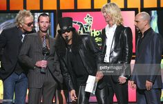 Matt Sorum, Scott Weiland, Slash, Duff McKagan and Dave Kushner of Velvet Revolver present the Hot 100 Song of the Year award