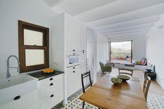 Casa Sal: un apartamento-pasillo en Poble Sec, bien resuelto por nook architects.