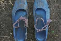 Experience a Powerful Story of Refugees in Sudan—By Looking at Their Shoes, Open Society Institute, via Twitter: Shannon Jensen photographed Sudanese refugees in an unexpected--and deeply moving--way. Watch: http://osf.to/1l6LP77