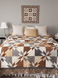 Have a look at this remarkable tshirt quilts - what an original theme Star Quilt Blocks, Star Quilt Patterns, Star Quilts, Wool Quilts, Scrappy Quilts, Colchas Quilting, Machine Quilting, Quilting Projects, Hand Quilting Designs