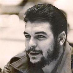 Comandante Ernesto Che Guevara - the Argentine-Cuban guerrilla fighter, revolutionary leader,. Che Guevara Photos, Che Quevara, Pablo Emilio Escobar, Ernesto Che Guevara, Funny Motorcycle, Fidel Castro, Great Leaders, John Lennon, Revolutionaries