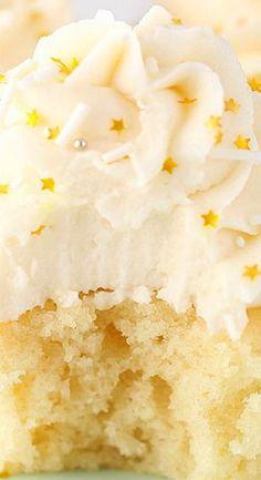 Vanilla Cupcakes Moist Vanilla Cupcakes - Soy milk and aquafaba for vegan version turned out great!Moist Vanilla Cupcakes - Soy milk and aquafaba for vegan version turned out great! Gourmet Cupcakes, Moist Vanilla Cupcakes, Fun Cupcakes, Cupcake Recipes, Baking Recipes, Cupcake Cakes, Dessert Recipes, Vanilla Cake, Strawberry Cupcakes
