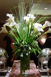 Florist for Events Los Angeles, Event Flowers Beverly Hills, Santa Monica Fresh Flowers, Pretty Flowers, Calla Centerpiece, Tall Glass Vases, Church Flowers, Calla Lillies, Trees And Shrubs, Floral Bouquets, Ikebana