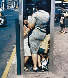 Candid street photography of Helen Levitt    Born in Bensonhurst in 1913, Helen Levitt spent seven decades capturing images of poor and working-class New Yorkers going about life's unheralded rituals; working, eating, and observing.