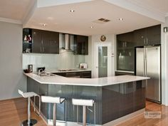 Modern u-shaped kitchen design using hardwood - Kitchen Photo 1309166