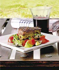 Pestopihvi ja tomaatti-avokadosalaatti