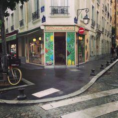 Yarn & tea shop in Paris.  University of Kansas graduate started this shop in 2008.   L'OisiveThé (The Leisurely Tea) - Facade Jul 2013