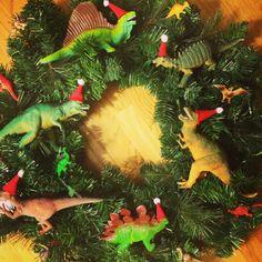 Dinosaur Christmas Wreath@Pennfoster #Bemorefestive #choosetobemorefestive