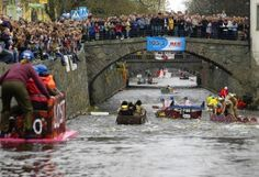 Valborg or last April's is something really special in Uppsala. This is a great arrangement that one should experience to understand how big it is and how many people come together to celebrate. As part of the event so arranged that each valborg a fleet race where students can set up and compete with their own built raft. The construction takes place the week before May Day in the schoolyard at Pole Hill and you compete then along the river.