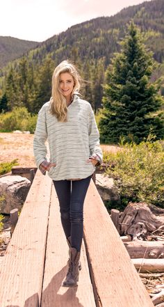 Guess who's back for fall? The Pawleys Rope Pullover - but in a brand new stripe pattern, with the same comfort and versatility in mind. Outdoorsy Style, Fashion For Women Over 40, Fall Fashion Outfits, Outdoor Outfit, Preppy Style, Passion For Fashion, Autumn Winter Fashion, Clothes For Women, Boots