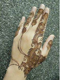 Chand Rat Simple Mehndi Designs For Hands In Pakistan, The Event Of Pakistani Muslim is Coming. This event is Eid-ul-fiter. At this event, all Youngster wants to Draw the Beautiful Simple Mehndi Designs On their Hand at the Chand Rat. Traditional Mehndi Designs, Modern Henna Designs, Latest Arabic Mehndi Designs, Mehndi Designs Feet, Indian Mehndi Designs, Stylish Mehndi Designs, Mehndi Designs 2018, Mehndi Design Pictures, Mehndi Designs For Beginners