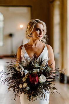 #weddingbouquet Jewel Tone Wedding, Floral Wedding, Wedding Flowers, Wedding Blog, Fall Wedding, Wedding Styles, Orlando Wedding, Bride Look, Orange Blossom