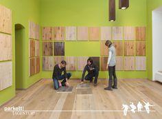 #parkett #ausstellung #wien #schauraum #echtholz #landhausdiele Desk, Furniture, Home Decor, Timber Wood, Desktop, Decoration Home, Room Decor, Table Desk, Home Furnishings
