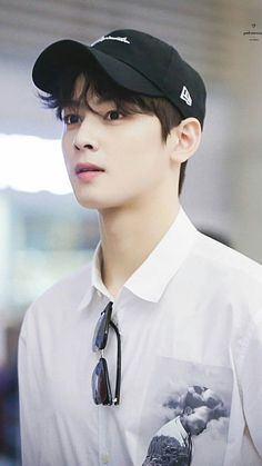 Celohfan provides the most valuable news and videos dedicated to K-pop. If you want to find the articles about BTS or EXO, You can't miss it! Cha Eun Woo, Asian Actors, Korean Actors, Kpop, Kim Myungjun, Cha Eunwoo Astro, Lee Dong Min, Les Bts, Park Hyung Sik