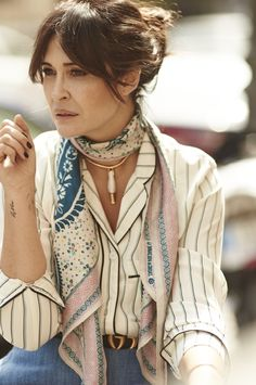 Scarf Styles, Ways To Wear A Scarf, How To Wear Scarves, Look Fashion, Fashion Outfits, Womens Fashion, Style Désinvolte Chic, Mode Boho, Woman Clothing