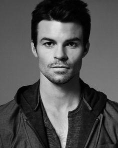 Daniel Gillies...oh Elijah